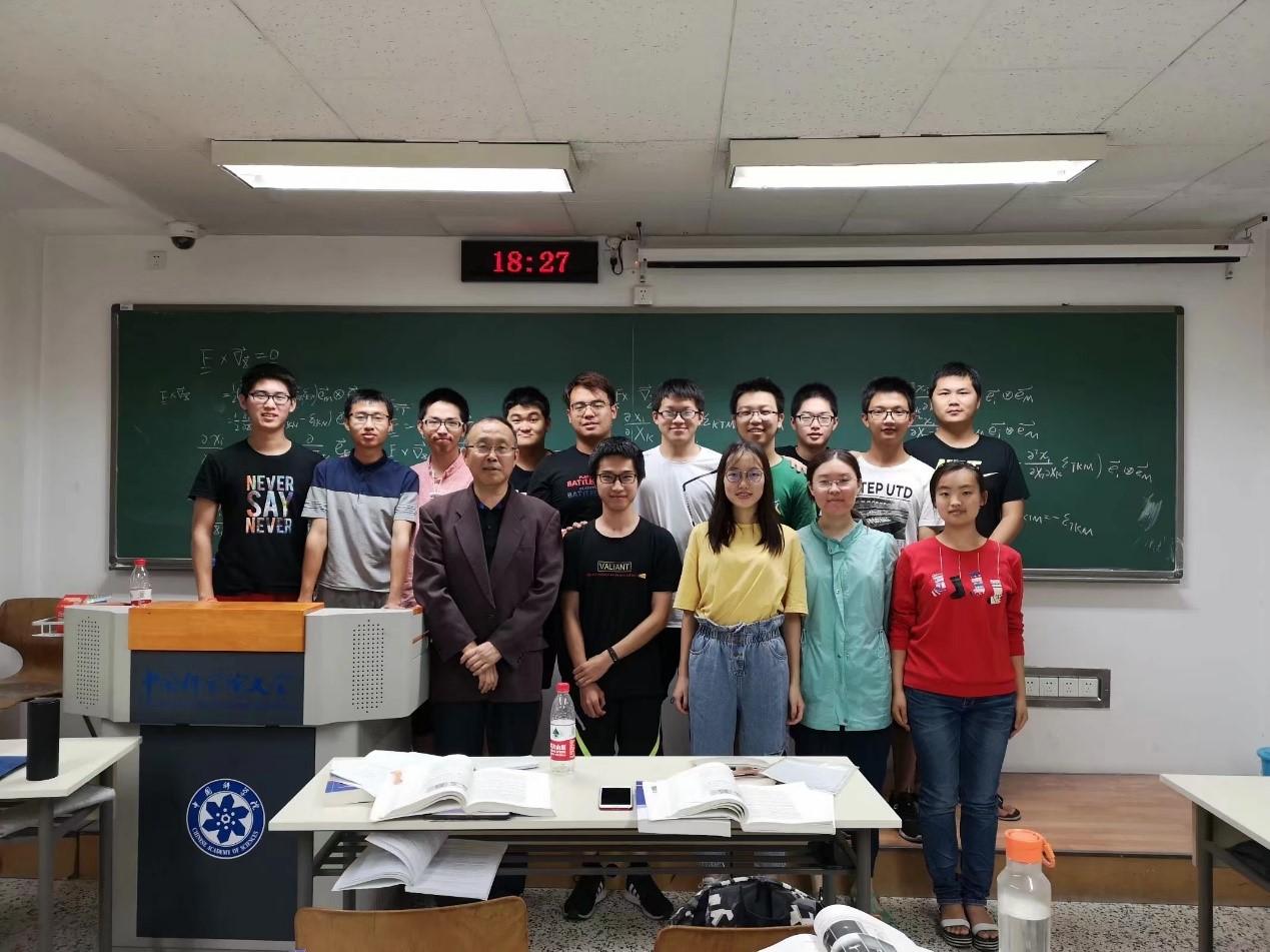 201911赵亚溥老师获全国优秀教师3